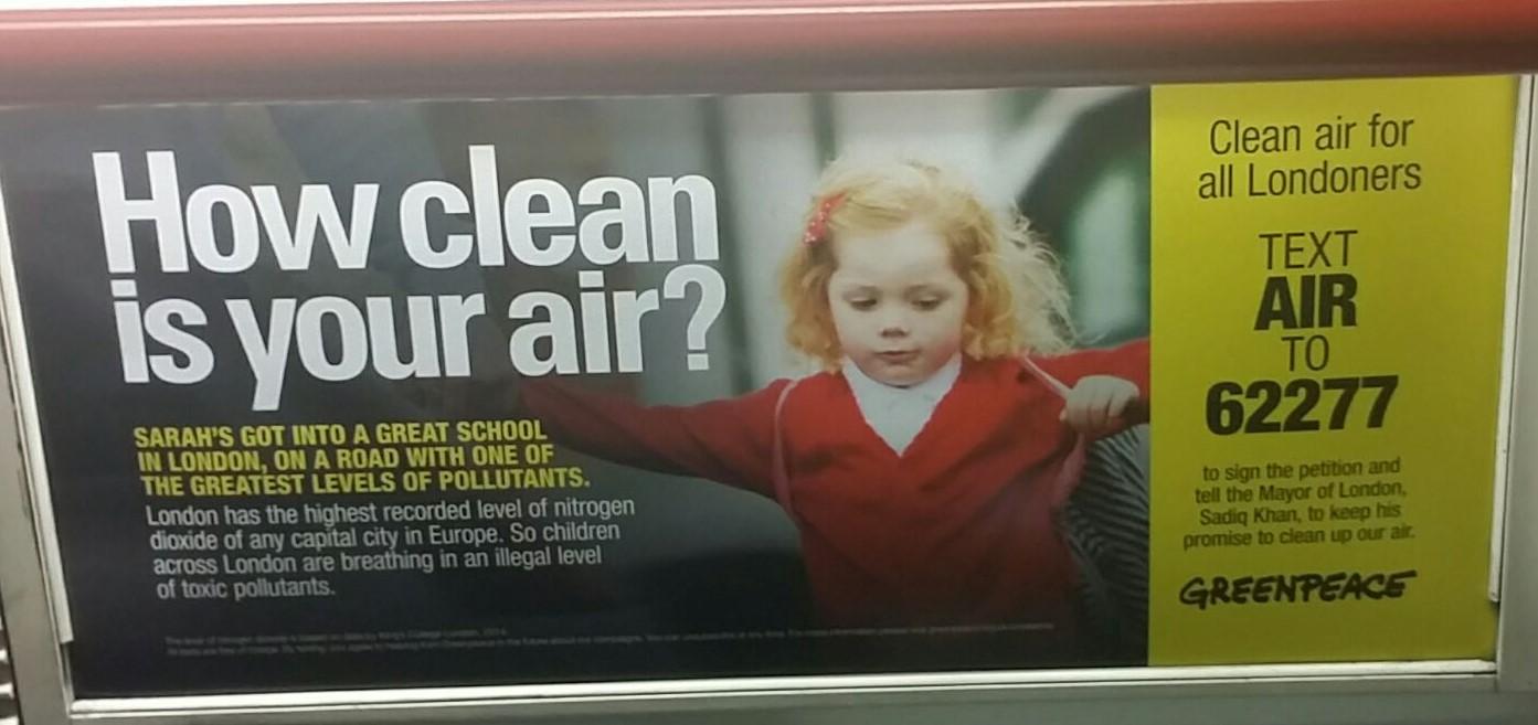 Publicidad-de-medidores-de-calidad-del-aire-en-metro-de-Londres